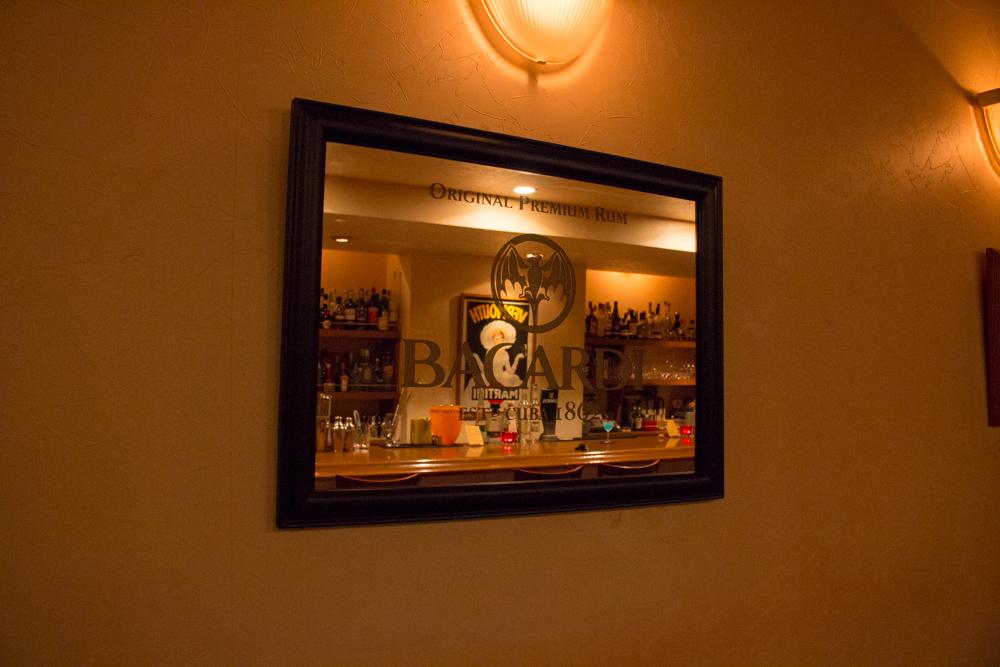 静岡市 Bar OZ. バーオンス 店内ミラー